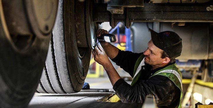 reparatii utilaje constructii, reparatii camioane, reparatii autobasculante, service autovehicule grele